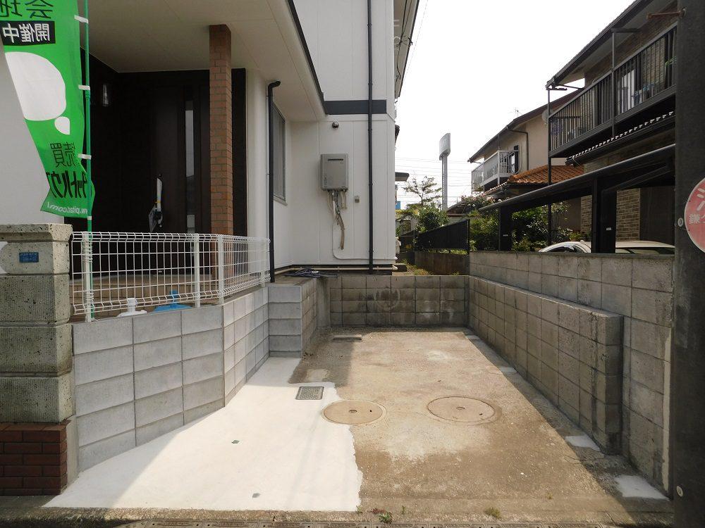 車は1台分の駐車スペースがあります。新京成線の鎌ヶ谷大仏駅徒歩12分、初富駅へは徒歩14分で徒歩圏内。閑静な住宅街でとても落ち着いた環境。自宅ではゆったりとのんびり過ごしたい方にはピッタリの物件です。