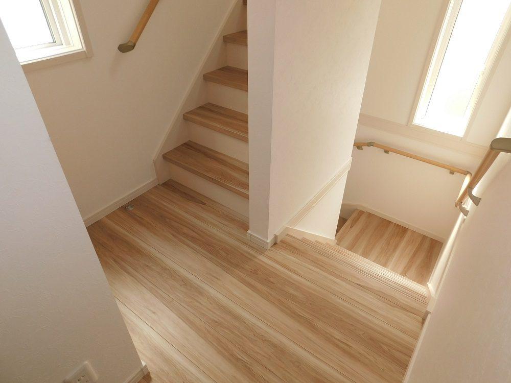 A号棟・2階 階段