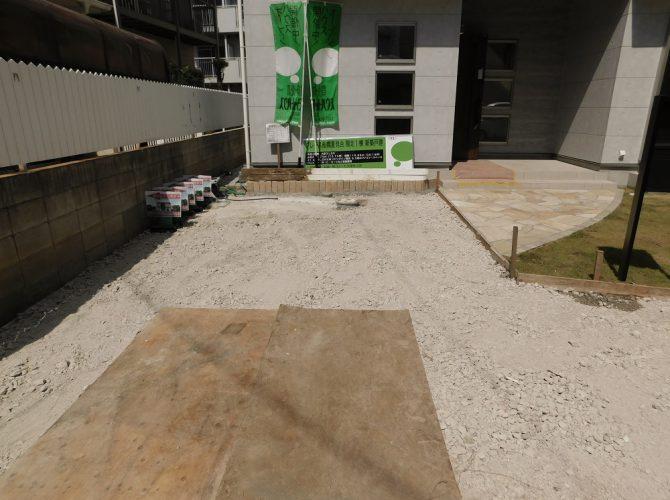 玄関横にも1台分の駐車スペース!