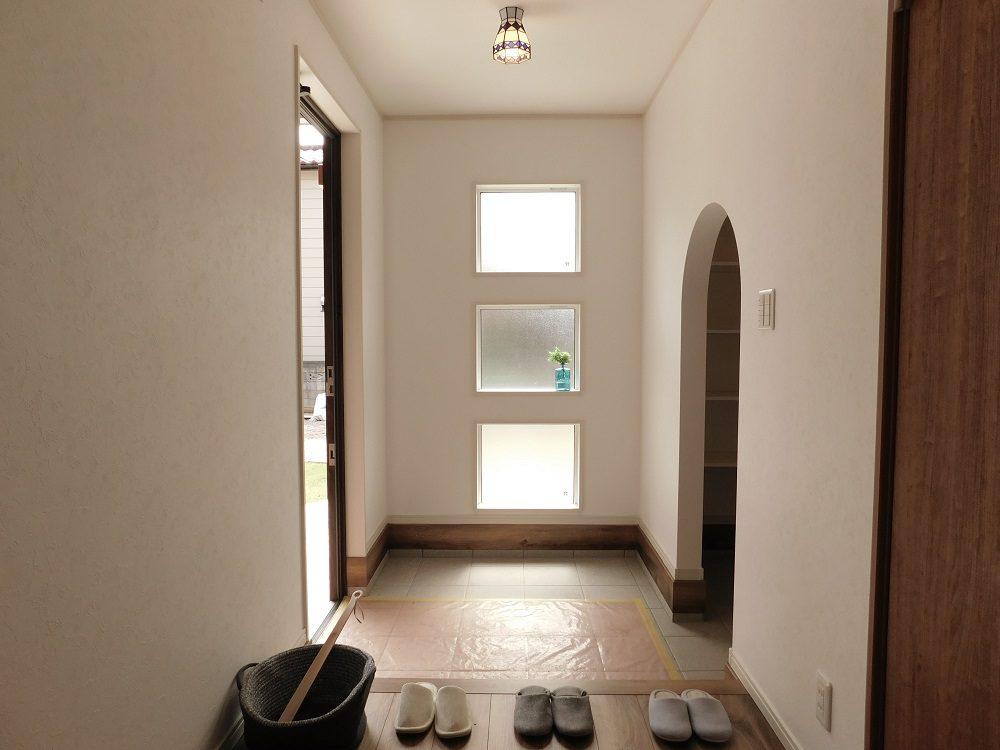 玄関 広々とした玄関には、お子様の自転車なども置いておけるだけのスペースがあります。