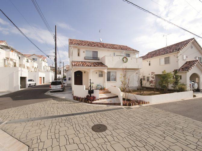 地中海の風薫る塗り壁と洋瓦の街【カサ緑が丘・カサ飯山満】
