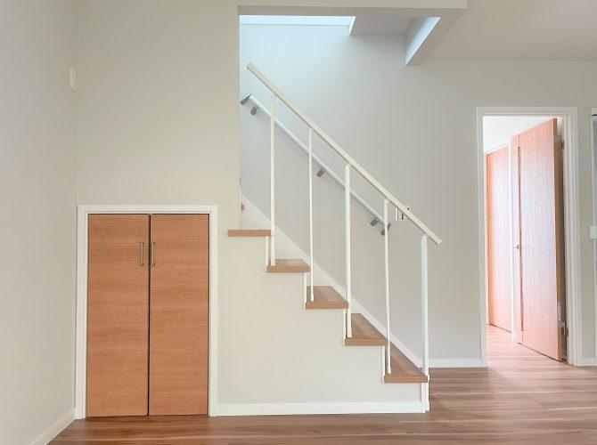 1階リビング階段&収納(2021年9月撮影)