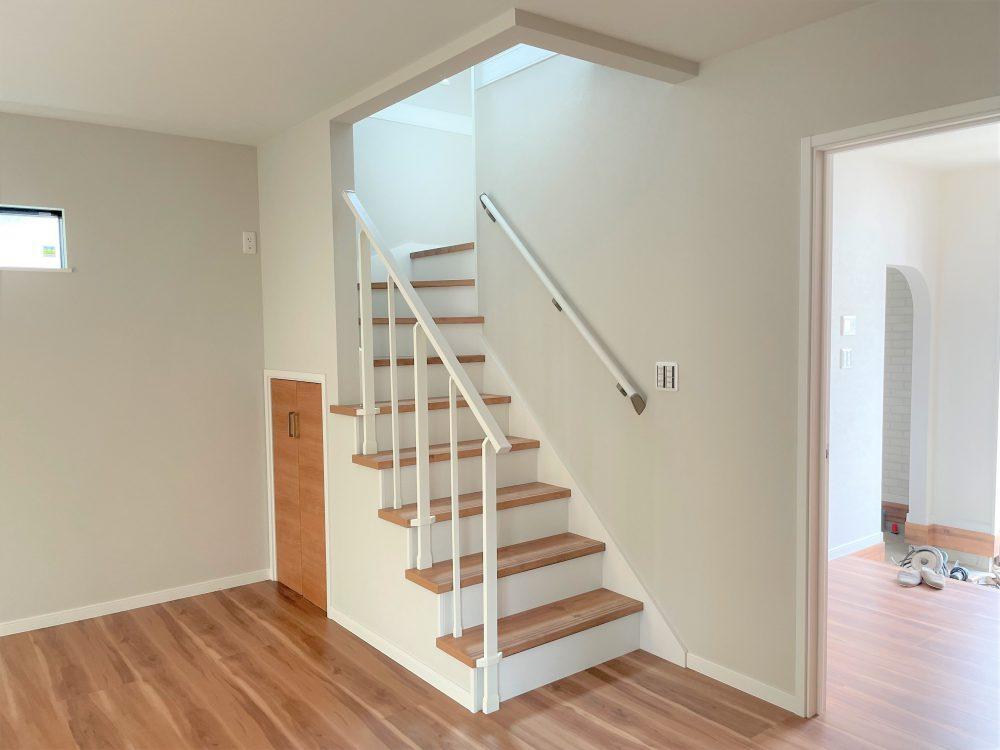 1階リビング階段(2021年9月撮影)