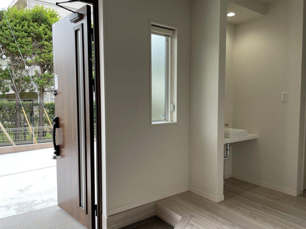 玄関には手洗い場もあるので、衛生的でも安心です。